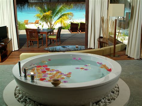 chambre de noce coco palm bodu hithi resort maldives shockblast