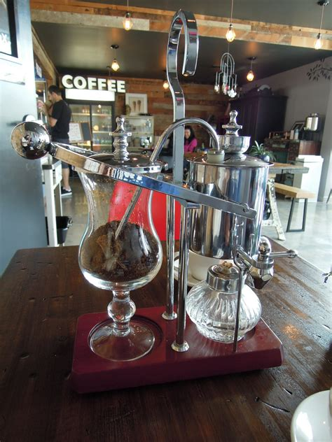 It follows the same brewing process of using gravitational energy, vapor pressure, and vacuum to help you brew a delicious coffee every time. belgium royal balancing siphon coffee