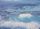三峽大壩位於宜昌市三斗坪,並和下游葛洲壩水利樞紐工程水電站形成梯級調度電站,