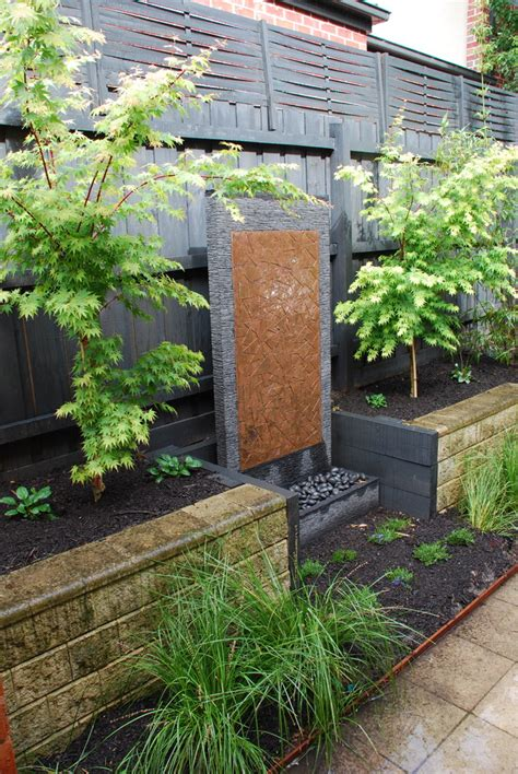 wall water feature ideas 49 amazing outdoor water walls for your backyard digsdigs