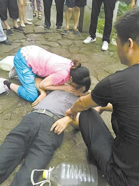 Good Samaritan Nurse Performs Mouth To Mouth Resuscitation