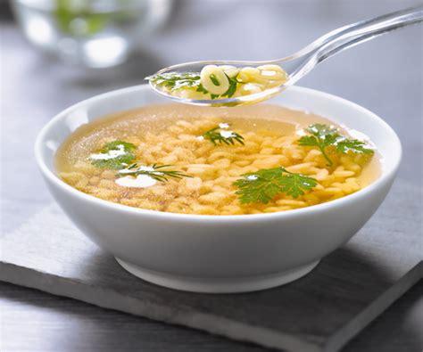 recette bouillon de pate recette rapide bouillon aux herbes et p 226 tes alphabet