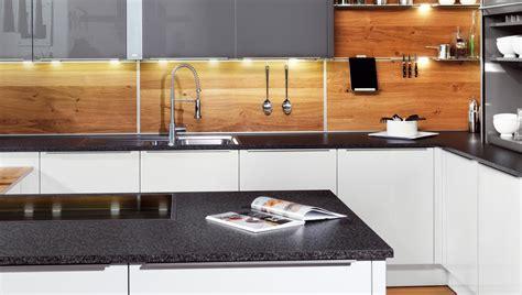 Fliesenspiegel Aus Holz by K 252 Chenr 252 Ckwand Ideen Aus Glas Metall Fliesen Holz