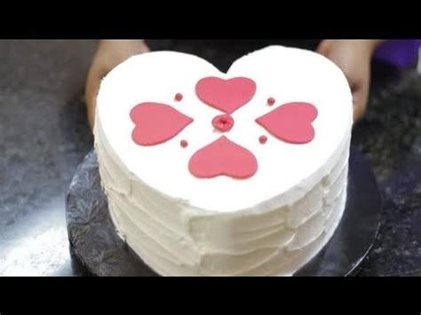 How To Decorate Shaped Cake - how to decorate a small shaped cake cake