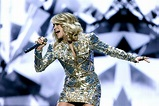 Carrie Underwood's Facial Stitches Made It 'Impossible' to ...