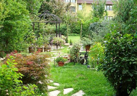 Bild Kleiner Garten Anlegen Baume Hinterhof Lapazca