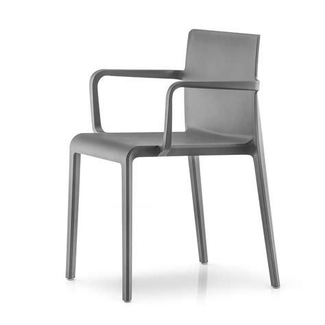 chaise en polypropylène volt 675 chaise pedrali avec accoudoirs en polypropylène