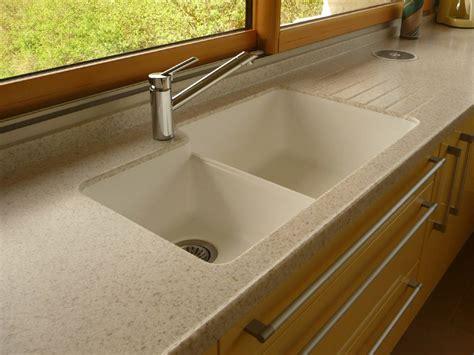 plan de travail cuisine evier integre aménagement de cuisine plan de travail en résine et évier