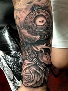 Tatouage Montre A Gousset Avant Bras : arborer un beau tatouage avant bras pour s affirmer ~ Carolinahurricanesstore.com Idées de Décoration