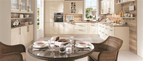 le pour cuisine cuisine aménagée familiale avec table ronde photo 10 12 dans la gamme des cuisines modernes