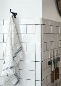 used 2 6 bullnose tiles vertically with the bullnose