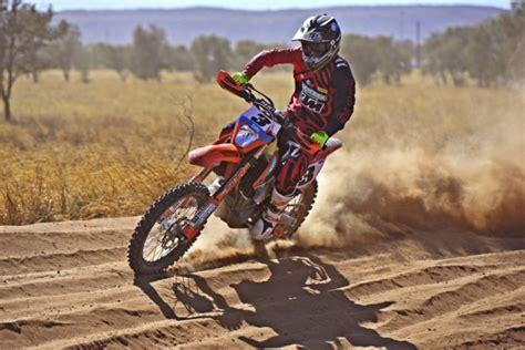 locals top bikes  day   finke desert race speedcafe