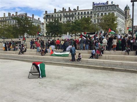 siege med lyon lyon gaza calls for end of siege