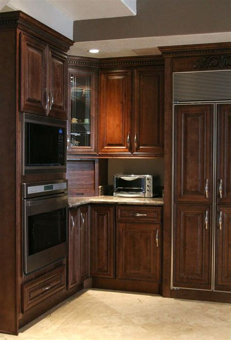 kitchen cabinets with chocolate glaze 46 best images about maple cabinets on stains 9511
