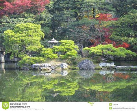 Japanischer Garten Mit Teich by Japanischer Garten Und Teich Stockfoto Bild