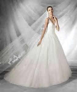 brautkleid prinzessin prinzessin hochzeitskleid aus tüll mit v ausschnitt hochzeitskleid hochzeitskleider trägerlos