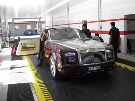 25 Rolls Royce Phantom On Detailing Conveyor