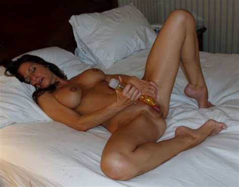 Hot Mature Woman Spreading Her Legs And Playing