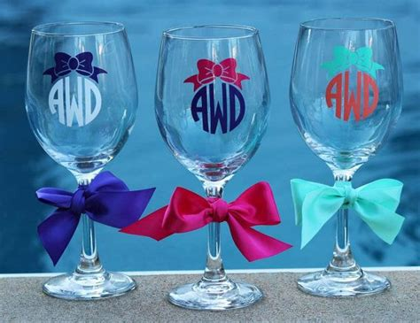 Best 25+ Monogram Wine Glasses Ideas On Pinterest