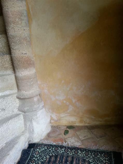 moisissure mur interieur solution salpetre mur with salpetre mur fabulous traces de salpetre sur mur solution with