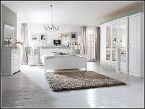Schlafzimmer Komplett Günstig : wei es schlafzimmer komplett g nstig schlafzimmer house und dekor galerie rxyg80ggv6 ~ Watch28wear.com Haus und Dekorationen