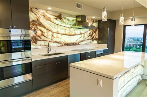 calacatta onyx backlit kitchen backsplash island front