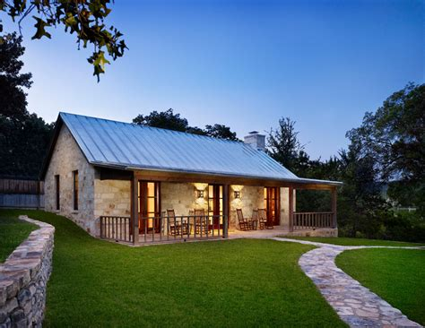 Farmhouse Designs by 25 Great Farmhouse Exterior Design