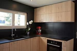 Nouvelle cuisine en bois et noir moderne cuisine for Idee deco cuisine avec cuisine noir et bois