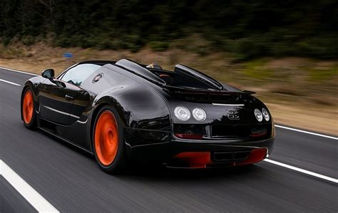 The front section is dominated by larger and completely redesigned air vents. 2017 Bugatti Veyron 16.4 Price in UAE, Specs & Review in Dubai, Abu Dhabi, Sharjah - CarPrices.ae