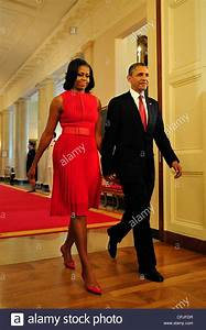 Us President Barack Obama And First Lady Michelle Obama ...