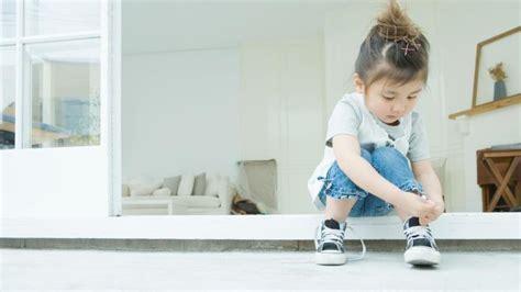 a quel age met on bebe dans une chaise haute comment lui apprendre à faire ses lacets de chaussures