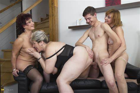 Family Crack Boy And Ladies Archive Of Old Wives Couples Mother Housewife Experience A Guy To Stretched