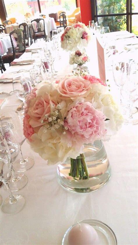 centre de table de mariage bouquet d hortensia de pivoines oeillets gypsophiles et de roses