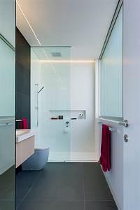 Moderno cuarto de baño infantil, proyectado por Minosa Design