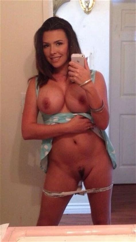 Fit Wife Nude Selfies Pics