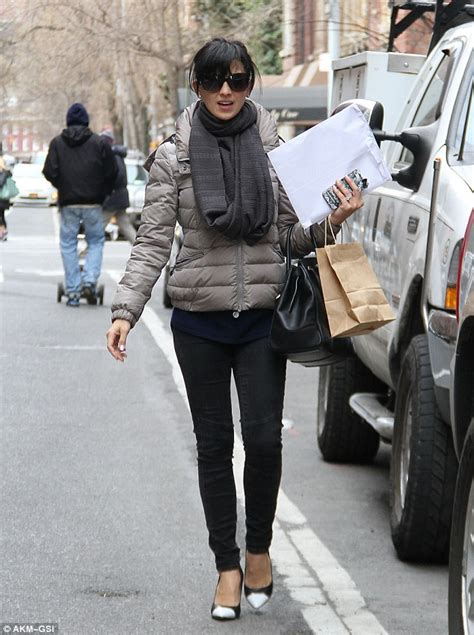 Hilaria Baldwin shows off her long and limber legs in ...
