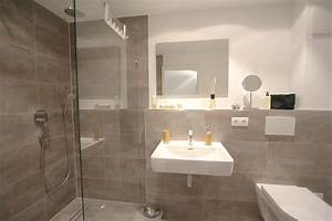Bad Braune Fliesen : stylisches badezimmer in betonoptik mit raindance dusche badezimmer pinterest das einzig ~ Markanthonyermac.com Haus und Dekorationen