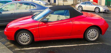 Alfa Romeo Spider 916.jpg