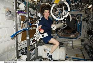 NASA astronauts do zero gravity gym workout in space | JOE ...