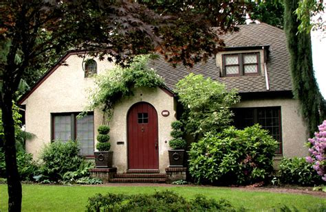 What Is English Cottage Style? Bungalow  Arts & Crafts