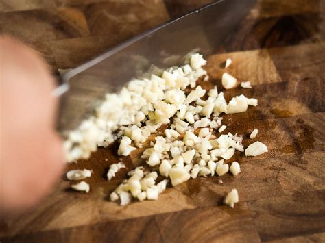 how to mince garlic the best way to mince garlic serious eats
