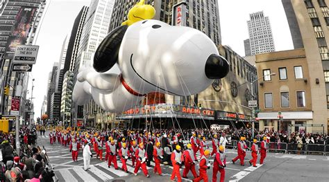 macys thanksgiving day parade   parades
