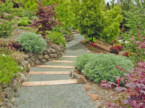narrow spaces with decomposed granite pathway garden