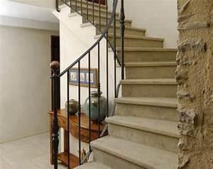 escaliers pierre et beton classique et contemporain With revetement d escalier interieur