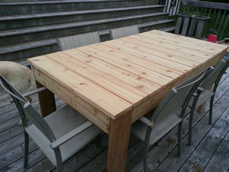 Outdoors Tables : Red Cedar