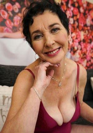 Granny Saggy Tits Hot Granny Pics