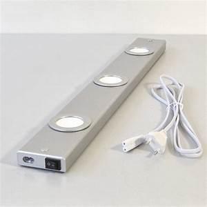 lampes led pour dessous de meubles luminaire de salle de With lampe meuble salle de bain