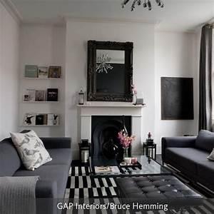 Laminat Schwarz Weiß : wohnzimmer mit schwarzem sofa ~ Frokenaadalensverden.com Haus und Dekorationen