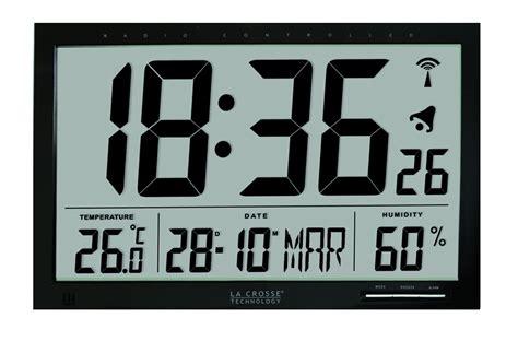 horloge murale radio pilotee avec date indogate horloge murale design pour cuisine