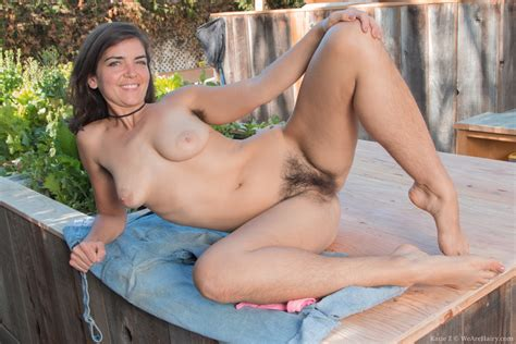 Katie Z Strips Naked Outdoors Showing Her Body